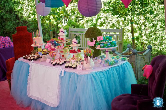 Alice in Wonderland party: Theme Birthday Parties, Wonderland Parties, Birthday Parties Theme, Food Tables, Alice In Wonderland, Tables Skirts, Parties Ideas, Parties Tables, Teas Parties