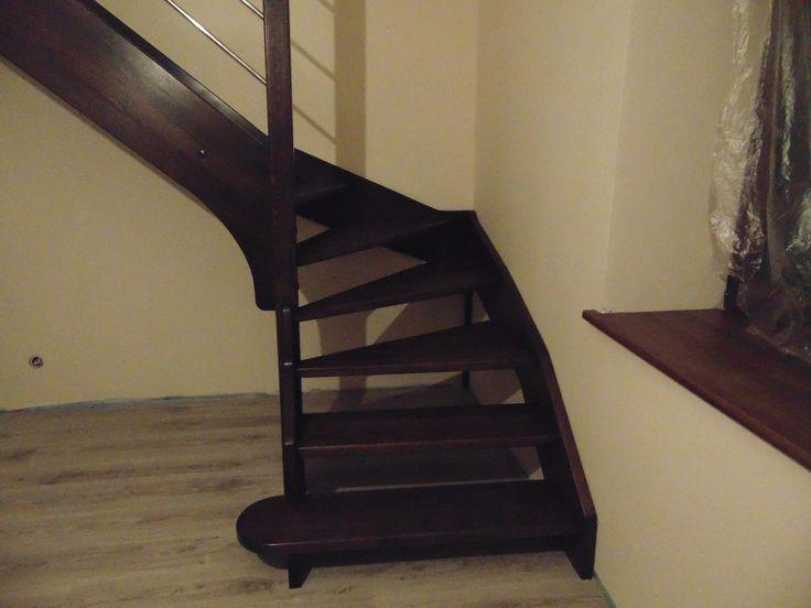 """schody bejcowane w kolorze """"ciemny orzech"""" www.stolarstwoszudera.pl"""