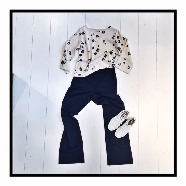 Easy Navy / Knit by Bellerose, Pants by Closed and Sneakers by Golden Goose Deluxe Brand