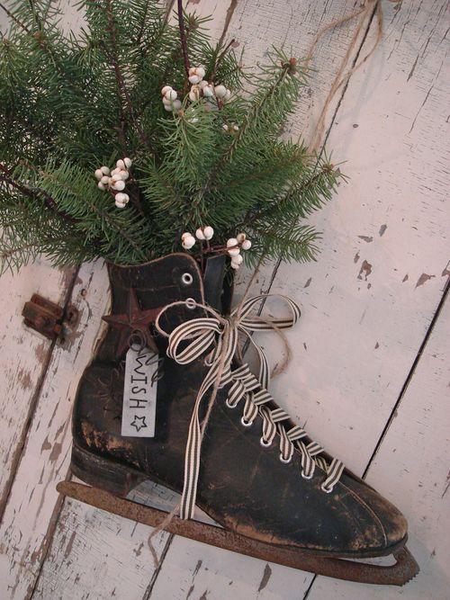 Decorative old skate.: Christmas Crafts, Winter, Christmas Holidays, Vintage, Decorating Ideas, Christmas Ideas, Craft Ideas, Ice Skate Christmas Decoration, Christmas Ice Skates
