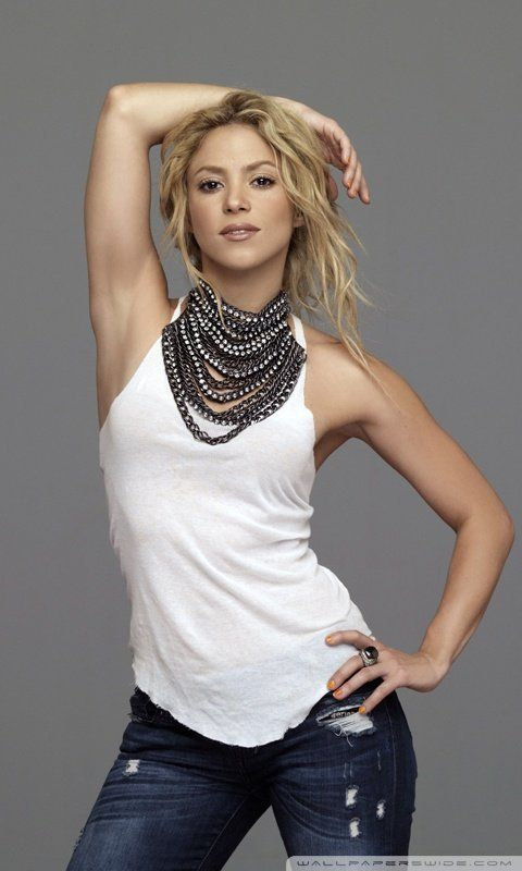 SHAKIRA ♪ Nueva información del nuevo album de Shakira en http://www.facebook.com/shakirapasion