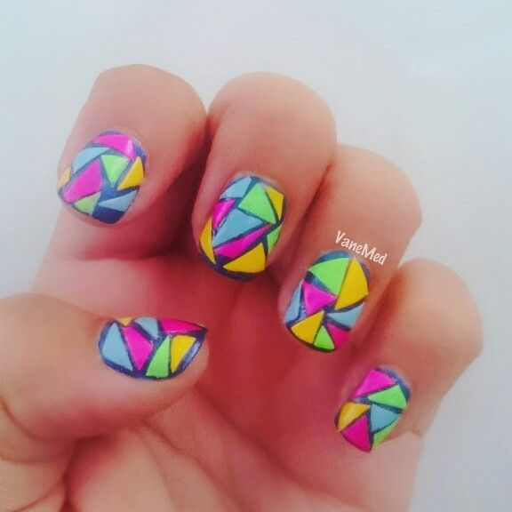 Mis uñitas carnaval!  Corticas pero fiesteras!  #nailart #design #uñas #nails #color #diy #colorful #nailpolish #mosaico