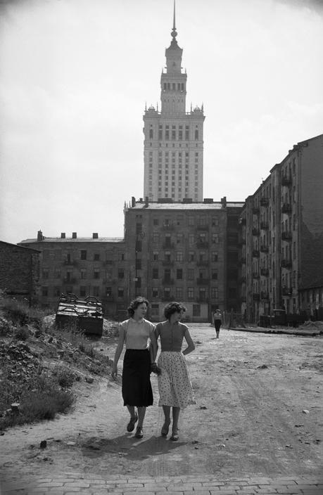 POLAND. Warsaw. 1956 // Lessing. Magnum Photos