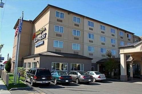 Dog friendly hotel in Northgate, WA - Holiday Inn Express Seattle-Northgate Mall Area
