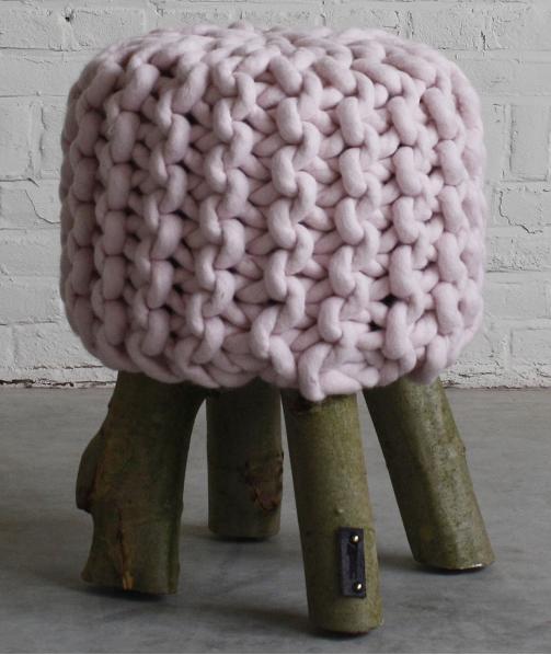 Zacc: In roze gebreide kruk met stoere poten, 50 cm hoog - 201209272 - Dreamz restyling