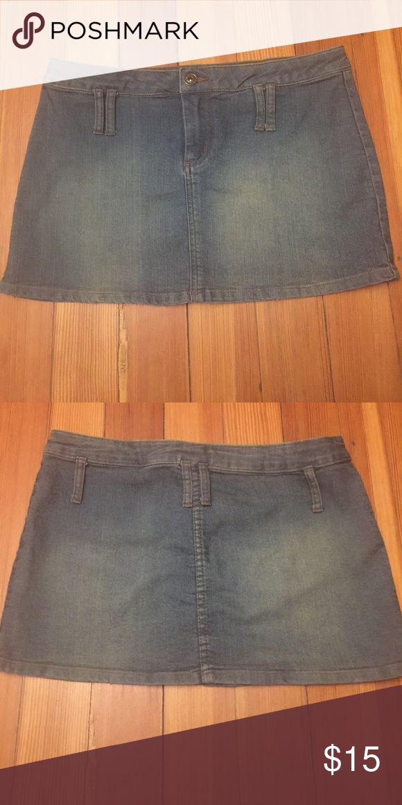 JLO by Jennifer Lopez mini denim skirt JLO by Jennifer Lopez mini denim skirt. Size 7 Jlo by Jennifer Lopez Skirts Mini