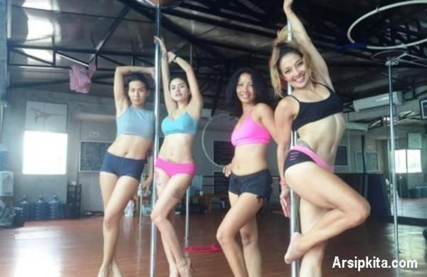 Video Hot Si Seksi Nikita Mirzani Berlatih Pole Dance | Arsip Berita Infotainment