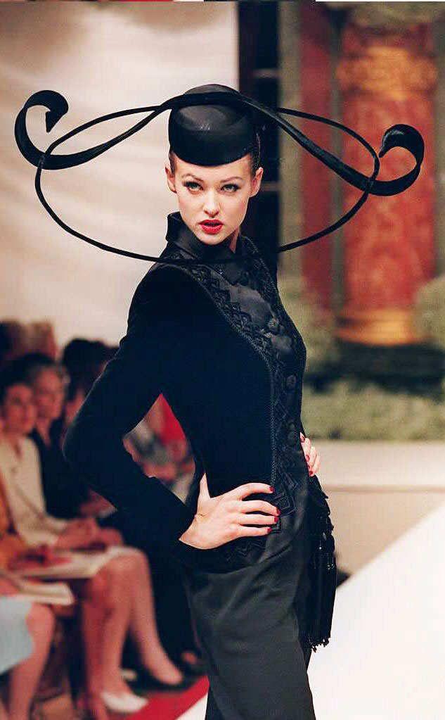 Balmain Fall 1995 Haute Couture