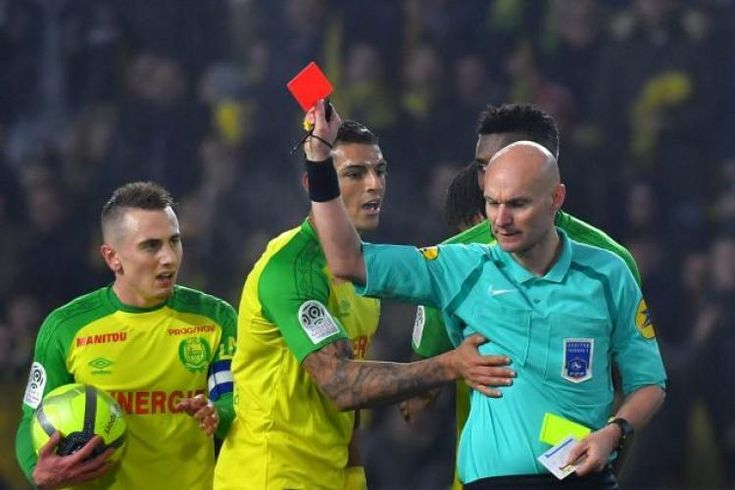 Ligue 1 referee Tony Chapron banned from football for three months: * Ligue 1 referee Tony Chapron banned from football for three months…