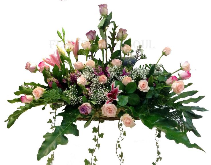 Romantic Universe Pink Rose. This pretty rose arrangement delivers romance ever so beautiful. Light pink roses symbolizes femininity, elegance, and refinement, arranged in a rattan vase. Enchanting light pink roses and spray roses arranged with Cobra Lily are delivered handy to the affectionate one. www.Flowerforsoul.com Info@flowerforsoul.com Telp : 0812 7100 6970 Pin BB : 21BB62AB