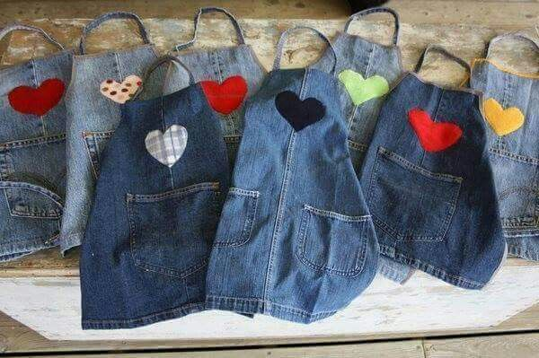Recicling:  Jeans into Aprons // Reciclando:   Jeans/Mahones en Delantales