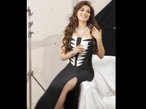 This Bollywood Actress Is Making Her International Music Debut & We Are Damn Excited!Madhuri Dixit is on a roll. It was recently announced that the Dhak-dhak girl would be teaming up with Priyanka Chopra for an American comedy series based on her life. It was revealed that she is also set to don the producer's hat for a Marathi film. And now, Madhuri is all set to add yet another feather in her cap! She is poised to release her first-ever international single, titled 'Tu Hai Mera' with The…