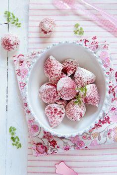 Raspberry meringues!  Food and Cook by trotamundos » Merengues de frambuesa