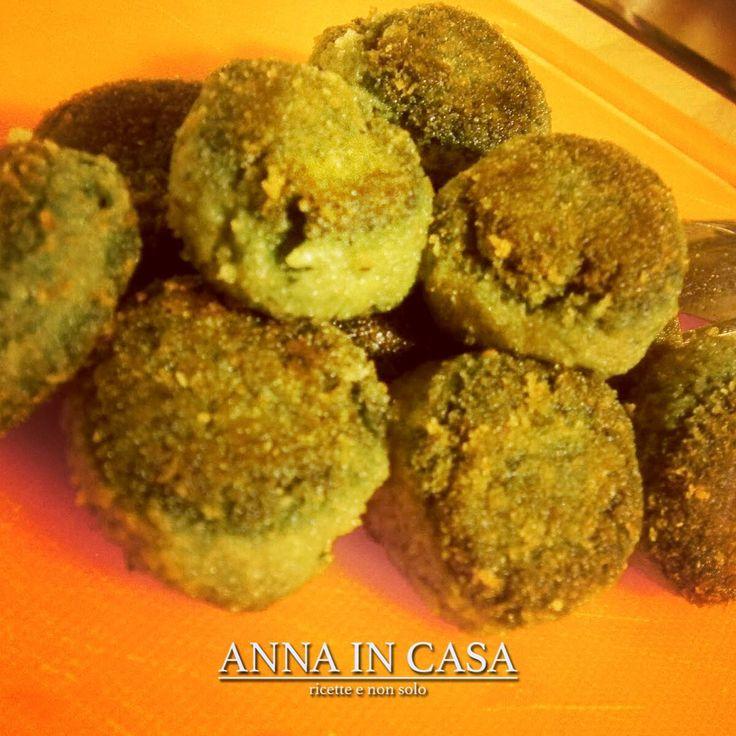 È così, piovono polpette ma di pesce... POLPETTE DI NASELLO E SPINACI/ HAKE MEATBALLS WITH SPINACH  www.annaincasa.blogspot.it www.facebook.com/annaincasa  #annaincasa #annaincasablog