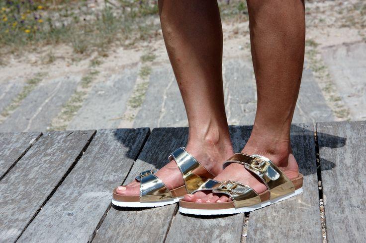 Sandalia bio anatómica en color oro, para pies anchos, muy ligeras y cómodas