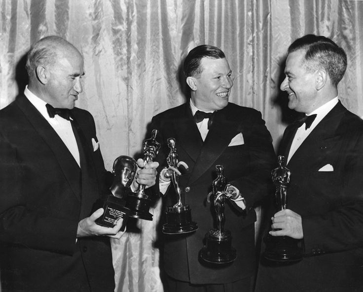 Samuel Goldwyn, Harold Russell, and William Wyler with their Oscars for THE BEST YEARS OF OUR LIVES (1947)
