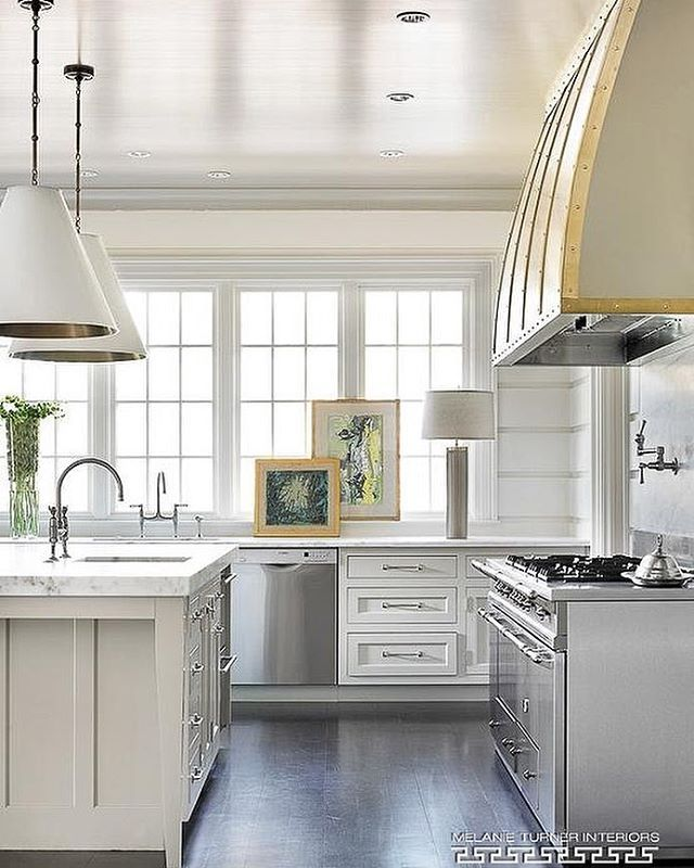 An exquisite kitchen design by @melanieturnerinteriors. So many details here to love, what's your favorite?