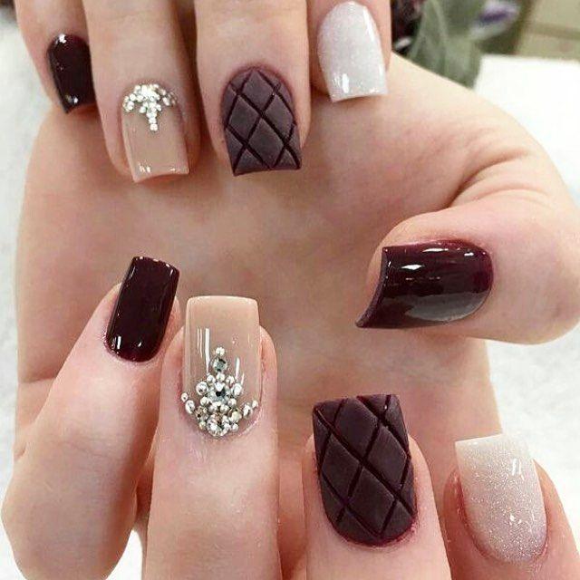 Friends FHits (@rhayannyevely) Nude e detalhes em metalassê ficou perfeita essa nail Art né meninas? ❤️