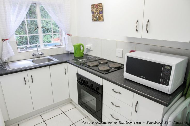 Fully equipped kitchen at Sunshine Self Catering. http://www.accommodation-in-southafrica.co.za/Mpumalanga/Nelspruit/SunshineSelfCatering.aspx