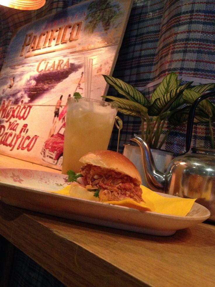 Pulled pork slider with fresh pineapple juice with chai spices @Anja Åkerman Manchester Lane, Melbourne #perfectsnack #superslider #lanewaygem