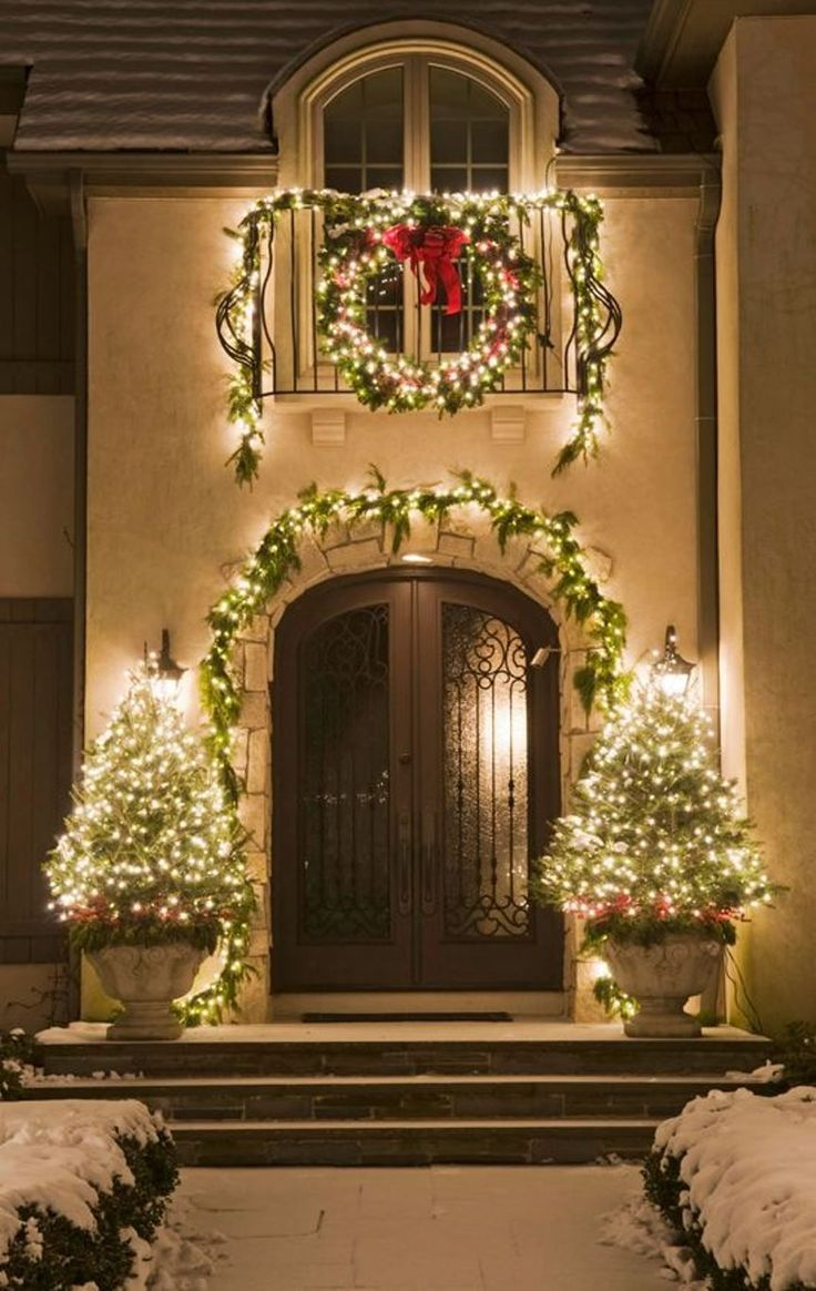 Holiday Outdoor Decorating Tips From Mariani Landscape   Traditional Home®!  Love This Outdoor Holiday Decorarations!