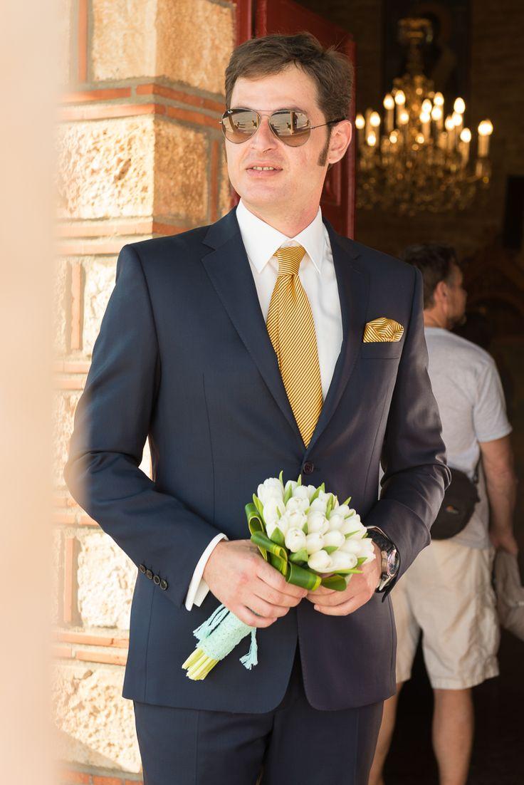 TARSANAS WEDDING PARTY-SYROS stylish groom white bouquet | lafete