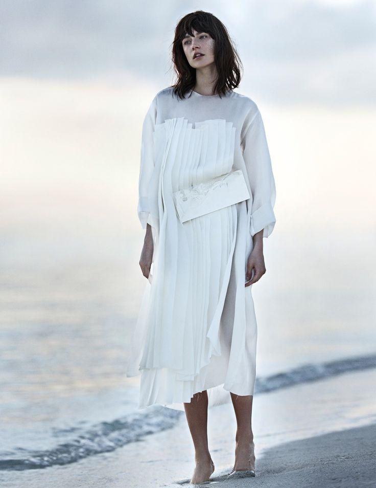 jacquelyn jablonski beach5  Jacquelyn Jablonski Poses for Emma Tempest in Vogue Russia Spread #ACETINADOS #ASPECTOSNATURAISMEDIOS