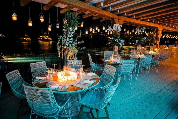 Party dinner under the moonlight or candlelight? Decoration with the best inspiration.. :)