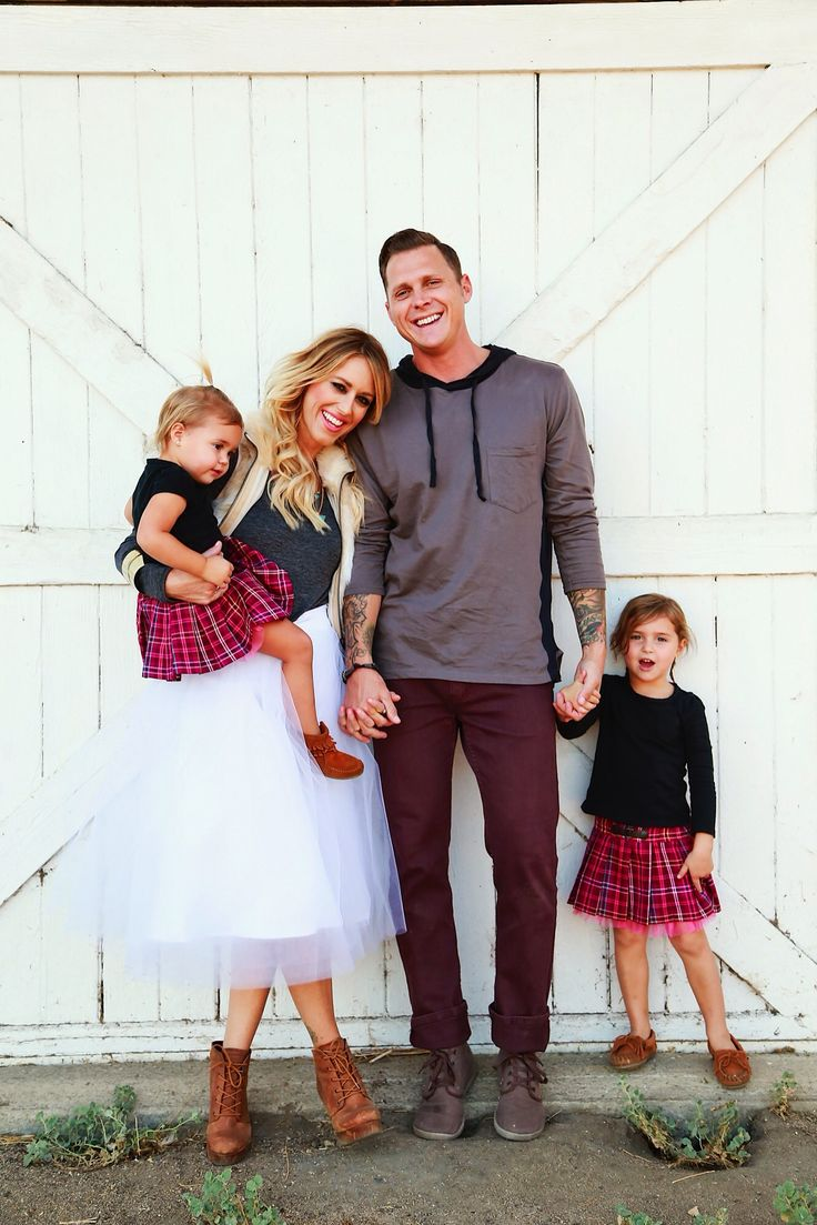 Family Christmas pictures with this tulle skirt from @shabbyapple @laurenpollard32