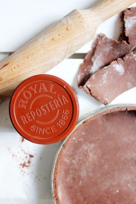 """Pâte sablée chocolatée By 15 mai 2015 Ingredients Farine - 280 g Cacao amer - 10 g Beurre froid - 150 g Sucre glace - 100 g Fleur de sel - 1 pointe de couteau Oeuf - 50 g (1 oeuf moyen) Instructions Mélangez la farine et le cacao amer. Ajoutez le beurre en morceaux … <a class=""""cp-read-more"""" href=""""http://www.delice-celeste.com/pate-sablee-chocolatee/"""">Continuer la lecture <span class=""""meta-nav"""">→..."""