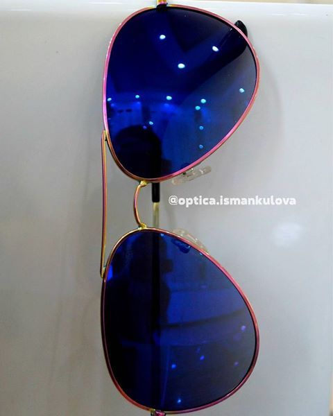 Авиаторы стали уже полноценной классикой в мире очков. А их разнообразие цветов просто ошеломляет😉. Зеркальная линза придает особую дерзость и смелость стилю😎 А металл окрашенный в нежно розовый сохранит женственность и легкость🌸 ▶ Цена - 3500 сом ▶ 100% защита от UV☀ ▶ Линза с покрытием POLARIZED⭐ #Frames #Glasses #NewCollection #SunglassesBishkek #ОчкиБишкек #ОптикаИсманкулова #МыДаримСчастьеВидеть