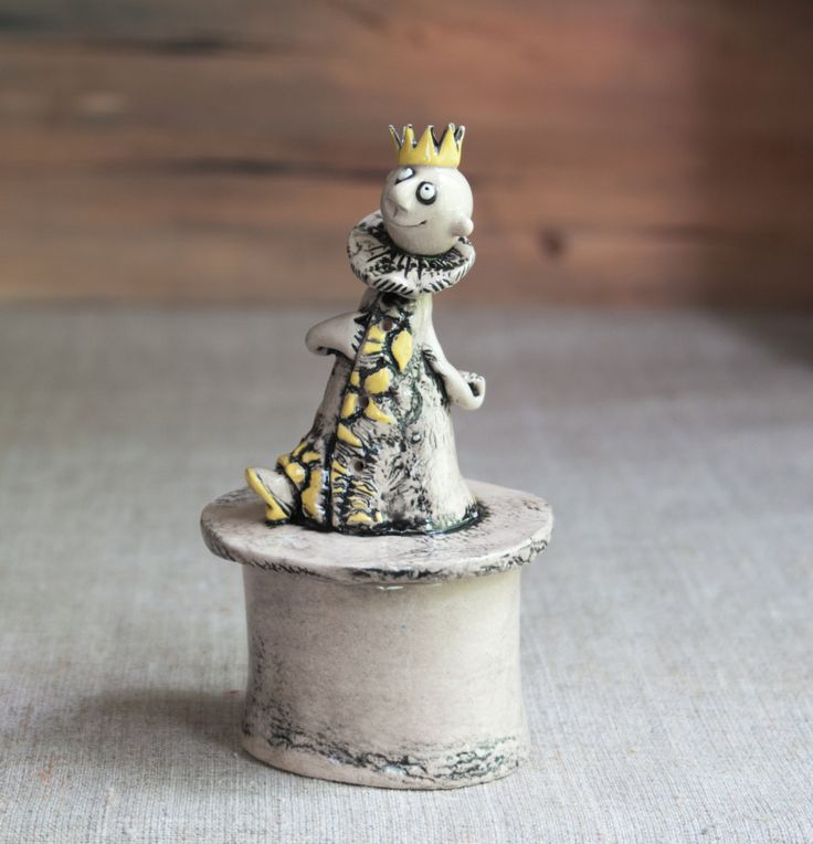 "Ceramic jewelry box ""Royal treasures"" by KuklaArt on Etsy"