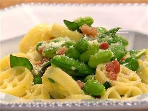 Wagon wheel pasta with pancetta and peas... perfect for the kiddos! Courtesy of Giada De Laurentiis