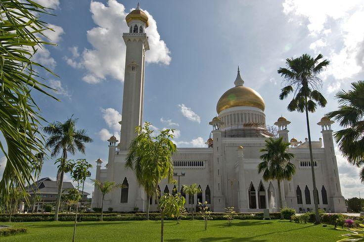 Sultan Omar Ali Saifuddin Mosque in Bandar Seri Begawan, Brunei