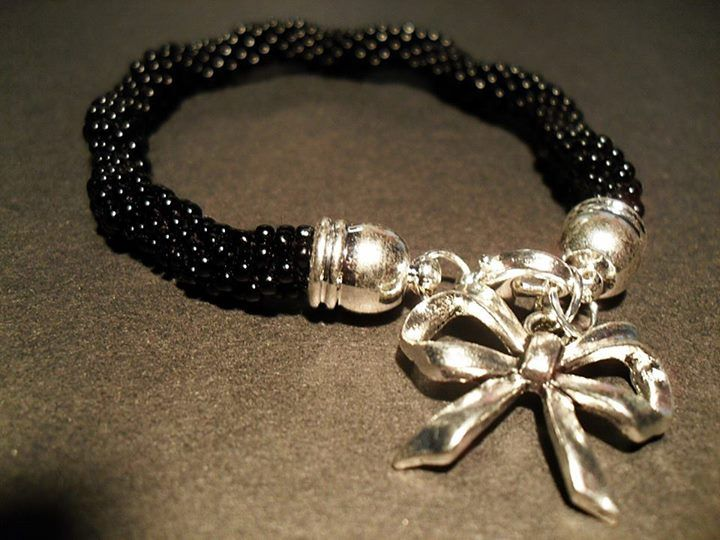 #08 #toho #beads #black #bow