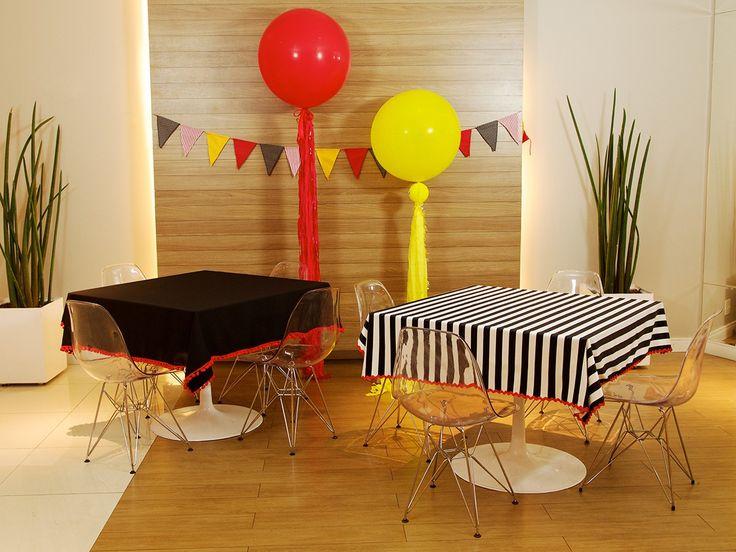 Balões Gigantes enfeitando o salão de festa
