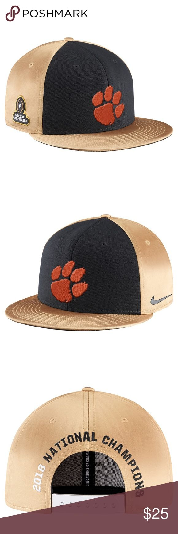 Nike True Clemson Tigers 2016 Championship Hat Brand: Nike  Size : Adjustable  Color: Black/Vegas Gold  Celebrate the Clemson Tigers bringing home the trophy when you get this College Football Playoff 2016 National Champions Locker Room Players True adjustable snapback hat from Nike.  Product ID: #2659601  Material: 97% Polyester/3% Spandex  Mid Crown  Structured fit  Flat bill  Snapback  Dri-FIT ® technology wicks away moisture  Embroidered graphics  One size fits most  Six panel…