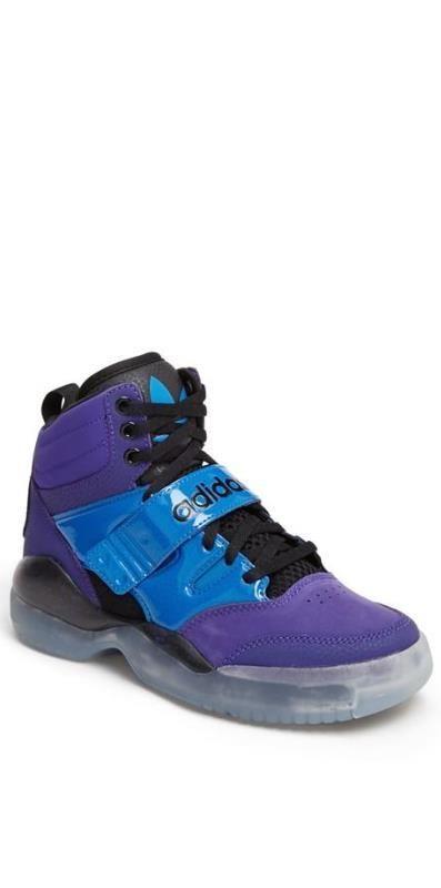 Retro '90s Basketball Shoe.