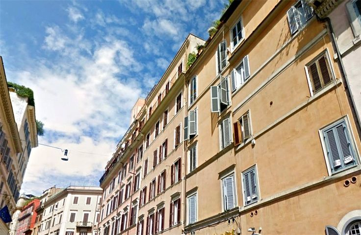 This 1 bedroom apartment in Via Francesco Crispi, Rome is now on the market. Contact us today to arrange a viewing.