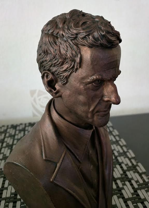 'Doctor Who' Fan 3D Prints & Finishes Unbelievable Peter Capaldi Bust on Form 1+ 3D Printer http://3dprint.com/31400/doctor-who-peter-capaldi-bust/