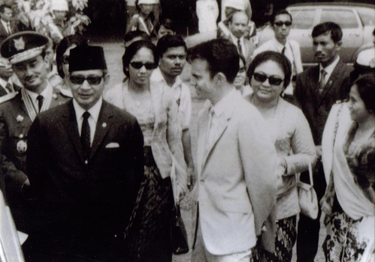 #kmdadventure - Meeting Indonesia's President Suharto whilst demonstrating my Hovercraft and the Hughes 500 helicopter on Armed Forces Day in Jakarta 1971