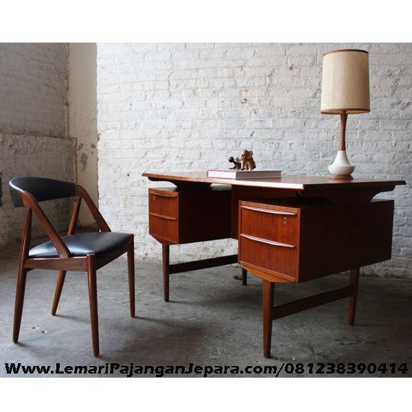 Jual Set Meja Kantor Minimalis merupakan desain Furniture Kantor dengan Tampilan Minimalis dilengkapi dengan Kursi Yang nyaman untuk Ruang Kerja Dirumah