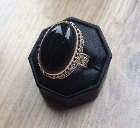 Zilveren edelsteen ring Onyx in bewerkte setting maat 18 mm | Zilveren Edelsteen Ringen | Zilveren Edelsteen Sieraden | Zilveren Edelsteen Sieraden