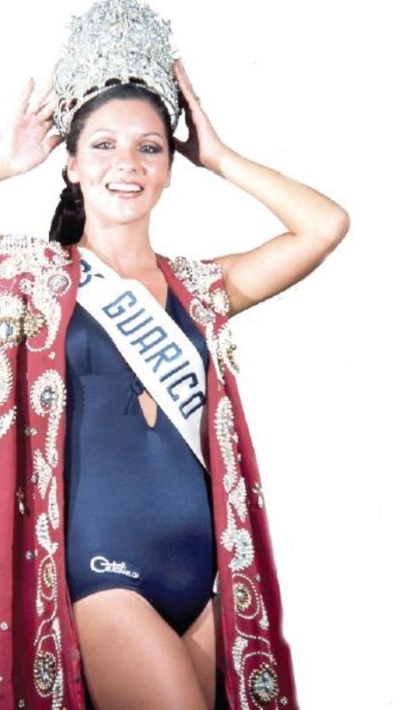 Miss Guarico Elluz Peraza - 48 horas después de ser elegida como Miss Venezuela 1976.. En una Sorprende y rápida decisión de su Novio.. deciden contraer Nupcias y abdica por amor..