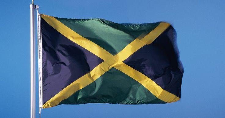 ¿Qué simbolizan los colores de la bandera de Jamaica?. En 1962, Jamaica obtuvo su independencia de Gran Bretaña. Desde ese entonces ha aumentado el orgullo de su diversidad en herencia. Su bandera tiene tres colores que significan cosas diferentes.