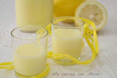 La crema di limoncello è un liquore denso e cremoso a base di limoni, fresco e goloso che va servito ghiacciato, come fine pasto e digestivo.