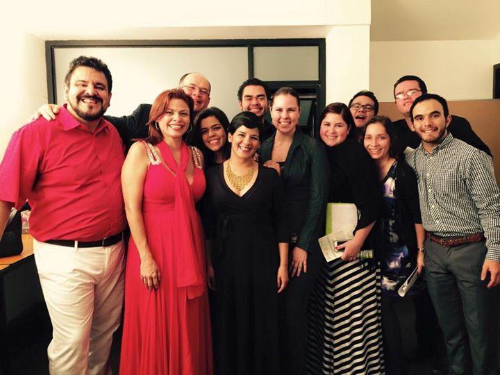 """Después del concierto """"Entre mezzos"""" con Ernesto Eoseíguez- Tenor y Glenda Juares- Mezzo-soprano y estudiantes de la cátedra de canto UCR en el coro. Jueves 3 de setiembre 7 pm. Sala María Clara Cullel"""