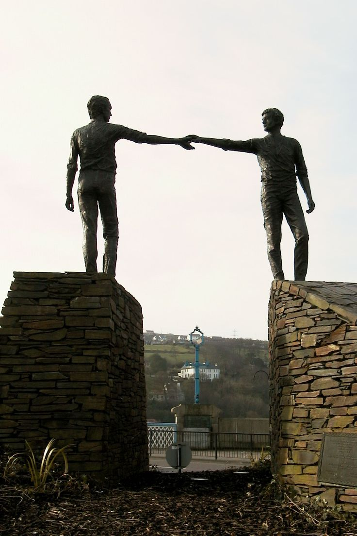 'hands across the divide', derry, co. derry