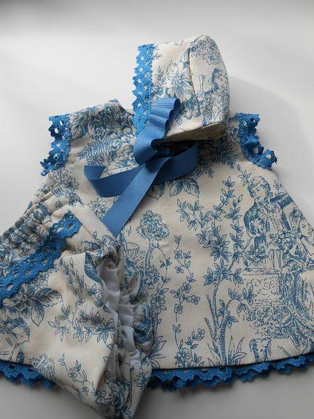Conjunto de 3 piezas, Vestido, cubrepañal y capota. T. 6M
