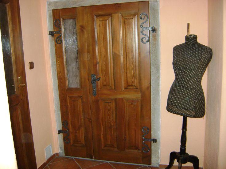 Masivní dveře | KTS Interiér - masivní dveře, dřevěné schody,masivní postele, postele s úložným prostorem, komody z masivu
